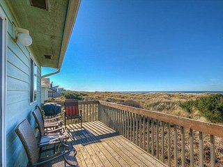 Beautiful Oceanfront home with beach access in Bayshore Community!
