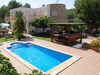 Magnificent villa stunning views, air con, WIFi & great Location