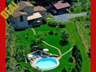 Deal 2018 Private Tuscany villa with pool and jacuzzi near Siena for holiday