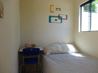 Habitación con todas las comodidades, cerca de todo. Desayuno incluido