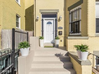 Beautiful home in central DC. Steps to Convention Center and Downtown DC