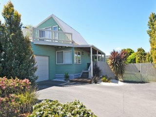 ARCHIES BEACHSIDE ABODE - PET FRIENDLY (OUTSIDE ONLY)