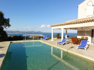 93773 villa 5 airconditioned bedrms, panoramic sea views, heated pool 11 x 5 mtr