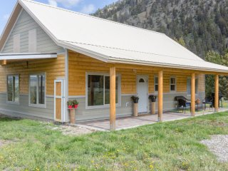 New Cabin with exclusive access to the Slide portion of the Madison River