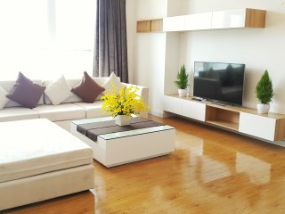 Dazzling 3brs Apt In Ben Thanh Tower District 1