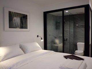 Haus Sathorn 21 (Room 8 w/ Balcony)