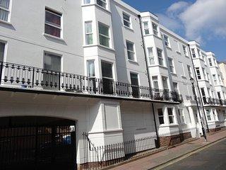 Brighton Beach Pad Suite - Sleeps 4-8 in two adjacent 1 Bedroom Apartments