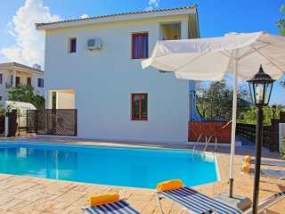 Korona Ena: Pool, A/C, near Latchi Beach