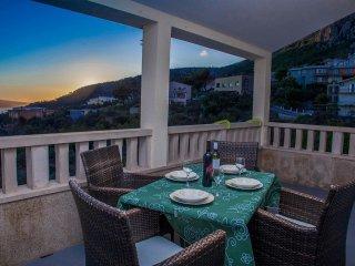 5 bedroom Villa in Veliko Brdo, Splitsko-Dalmatinska Županija, Croatia : ref 550