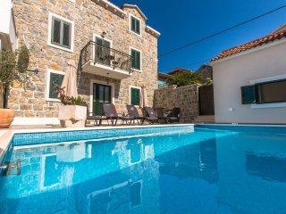 4 bedroom Villa in Makarska, Splitsko-Dalmatinska Zupanija, Croatia : ref 550659