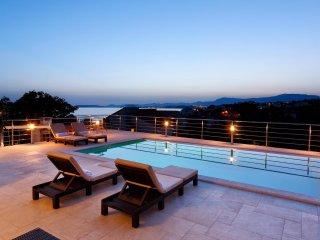 4 bedroom Villa in Grljevac, Splitsko-Dalmatinska Zupanija, Croatia : ref 550635