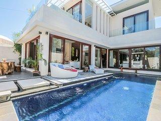 Vi Lovia - Bali - 3 Beds - 50m to Surf Canggu Beach