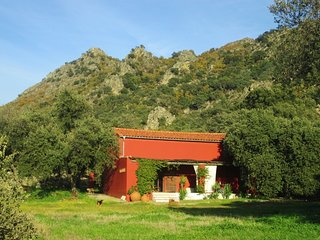 Beautiful, spacious barn in the stunning mountain scenery of Extremadura