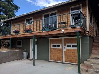 Estes Park Mountain Getaway, Quiet Setting with Views and Walk to Town