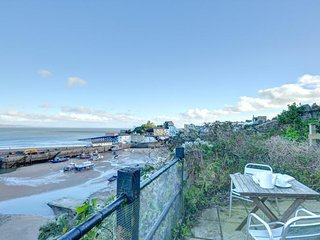 Apartment overlooking Tenby Harbour - Harbwr  - 25957