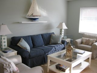 Sanibel Arms D6...Updated Beach Side Condo...Gulf Front Complex..Steps to Beach!
