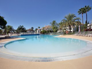 Monte Paraiso  - Luxury Golden Mile Apartment in Ultra Exclusive Community