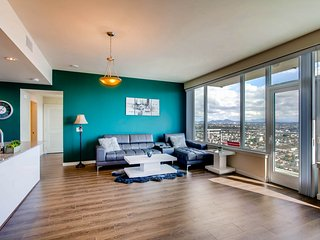 EXECUTIVE 2BR/2BA W/Best Views of SD