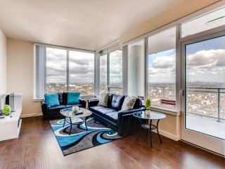 Sophia's Visionary - 3 Bed 2 Bath Stunner - Apartment