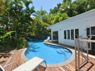 Casa Blanca - 5 Bedrooms, 4 Bathrooms by the Beach
