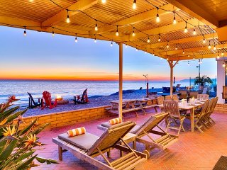 1 SUMMER WEEK LEFT, BOOK NOW! Beach Front,Stellar Deck, Perfect for Families!