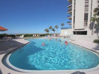 Beachfront End Unit, Pool, Hot Tub, Tennis, BBQ, free Wi-Fi & Cable, W/D -1208 L