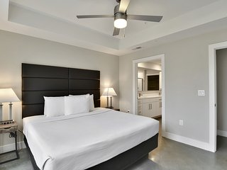 Outstanding Stay Alfred on San Jacinto Street