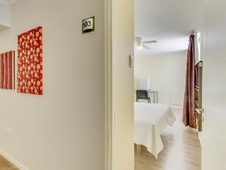 Cozy, city-view suite with central location, close to coastal attractions