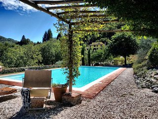 Tuscan farmhouse with fabulous huge pool of 120 sqm and lovely views near Lucca