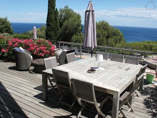 33877 villa, sea views, 5 bedrooms, airconditioning, heated pool, beach 600 mtr.