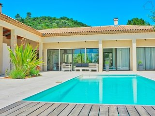 36868 new built villa for 8 people, 8 x 4 pool, 2 km from beach and 1 km centre.