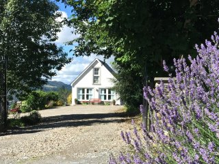 LEWIS COTTAGE, countryside views,en-suite, near Cairngorms National Park, Ref 97