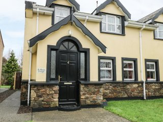 ROWAN COTTAGE, en-suite, WiFi, near Killarney National Park, Ref 961821