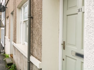 21 NORTH STREET, WiFi, near Ballycastle Marina, sun trap garden, Ref 959034