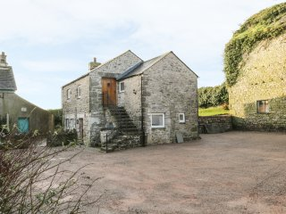 THE GRANARY LOFT, open-plan living, views of Morecambe Bay, exposed wooden beams