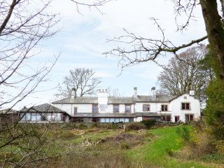 THE OAKS, hot tubs, spacious, country house, Ref. 942045