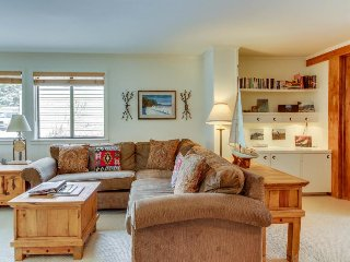 Cozy Cottonwood condo w/complimentary passes to shared pool, hot tub, & gym!