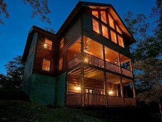 Luxury 6 Bedroom Cabin with Theater Room, Game Room & Amazing Views-Sleeps 16