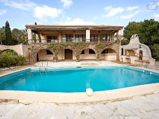 33823 villa 4 bedrooms, partly airco,private pool,beach at 50 mtr centre 750 mtr