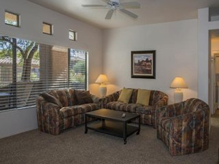 Comfortable condo w/ shared pool, hot tub, fitness center & onsite golf!