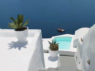 By the Mill, Caldera, Oia - private, spacious, sunset and volcano views