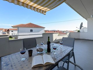 Apartment 4215-1 for 4+2 Pers. in Trogir