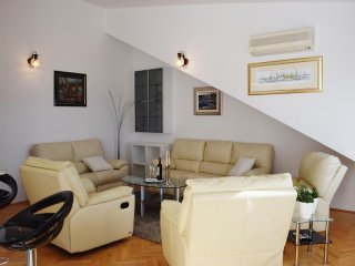 Three bedroom apartment Duće, Omiš (A-946-a)