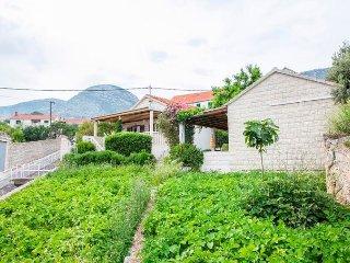 Ferienhaus 3757-1 für 3 Pers. in Bol