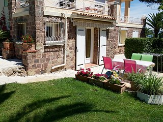 190086 1-bedroom apartment with terrace for 2,shared heated pool,sea at 150 mtr.