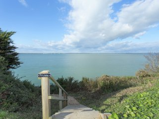 Gorgeous Cottage Annexe | South Facing  | Solent Views | Near The Needles