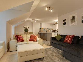 BookedUK: Penthouse 3 Bedroom Apartment