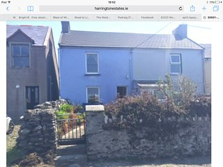 Two storey cottage in Allihies,  2 double  bedrooms , dogs welcome !