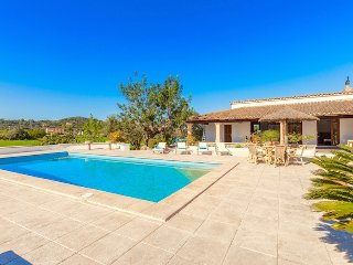 Catalunya Casas' Villa Molina for 6 guests, only 5.5km to the beach!