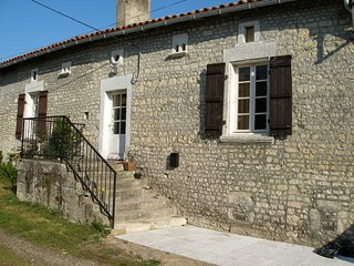 Walnut Tree Cottage: a beautiful period cottage. Barbezieux, Chalais, Montmoreau